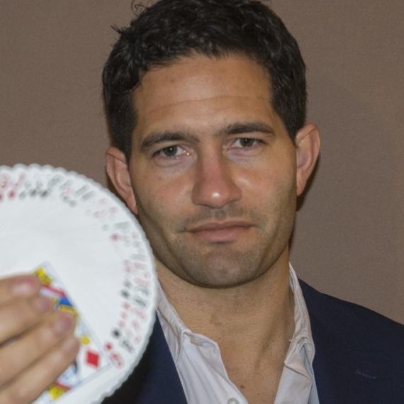 Illusionist Roberto Tijsterman